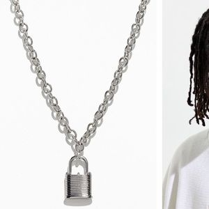 Urban Outfitters Jewelry - NWOT Gold Padlock Chain